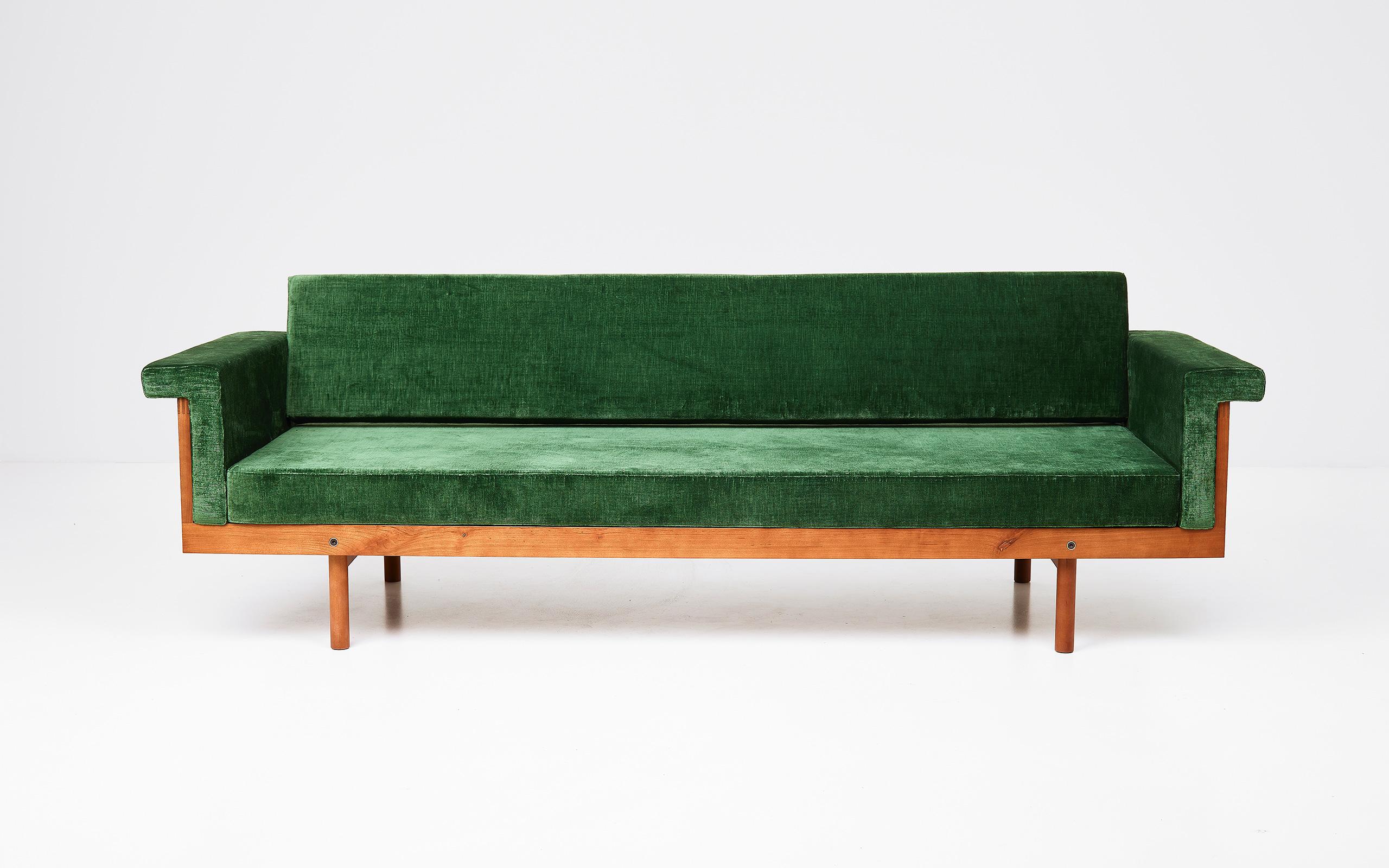 Naeko sofa by Kazuhide Takahama | Paradisoterrestre