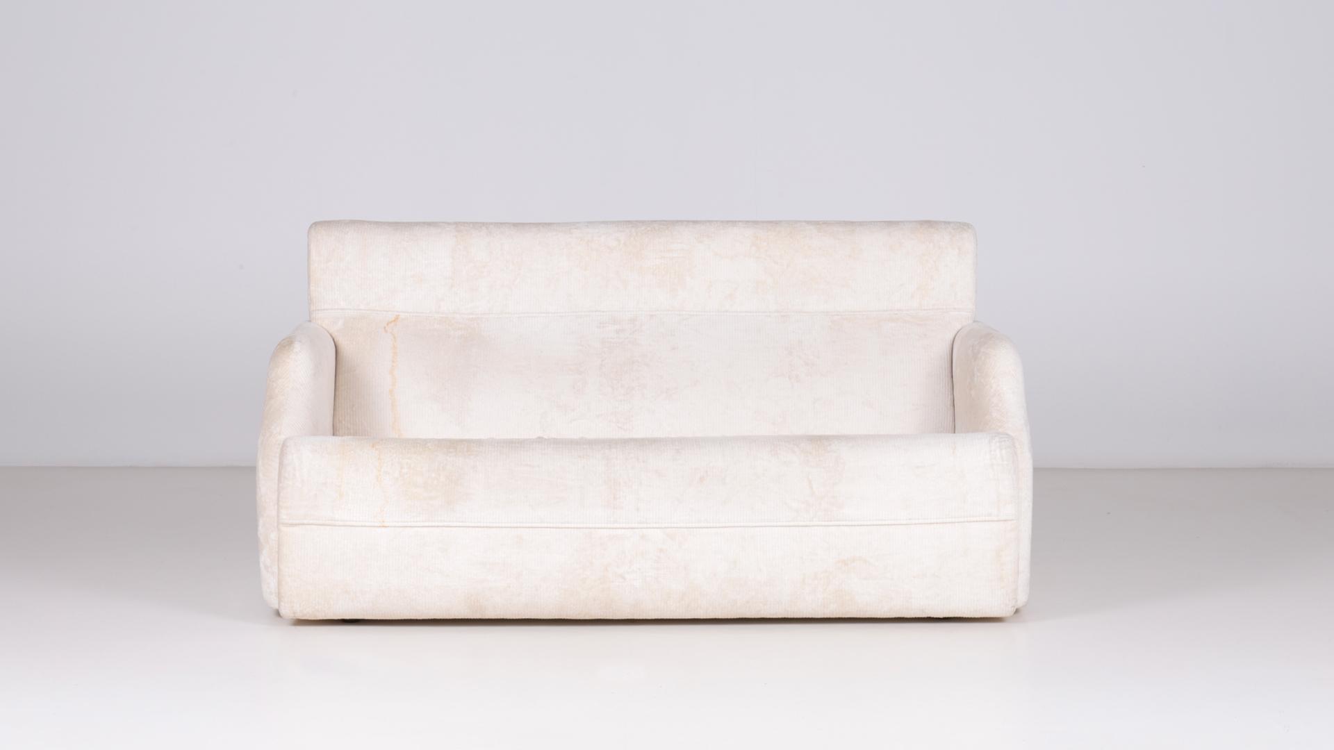 Farnese sofa by Luigi Caccia Dominioni | Paradisoterrestre