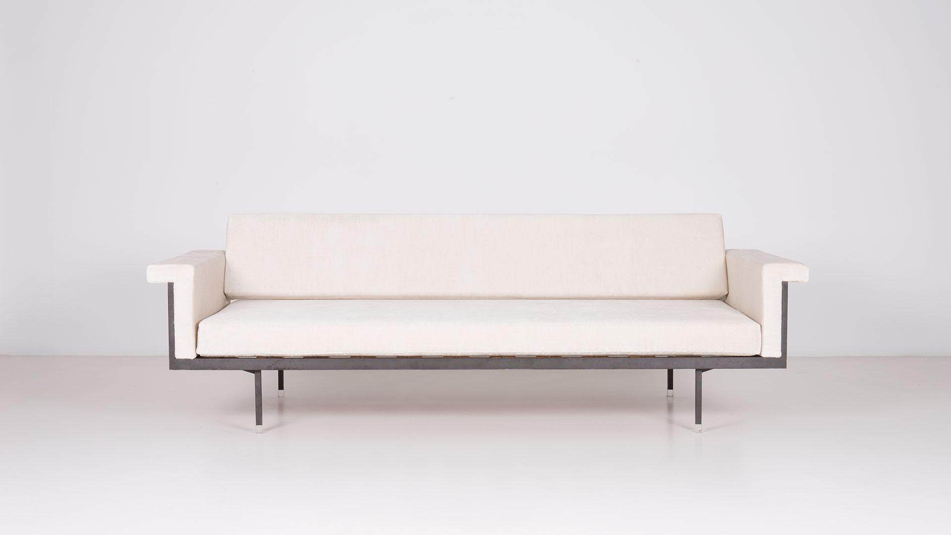 Naeko sofa daily bed by Kazuhide Takahama | Paradisoterrestre