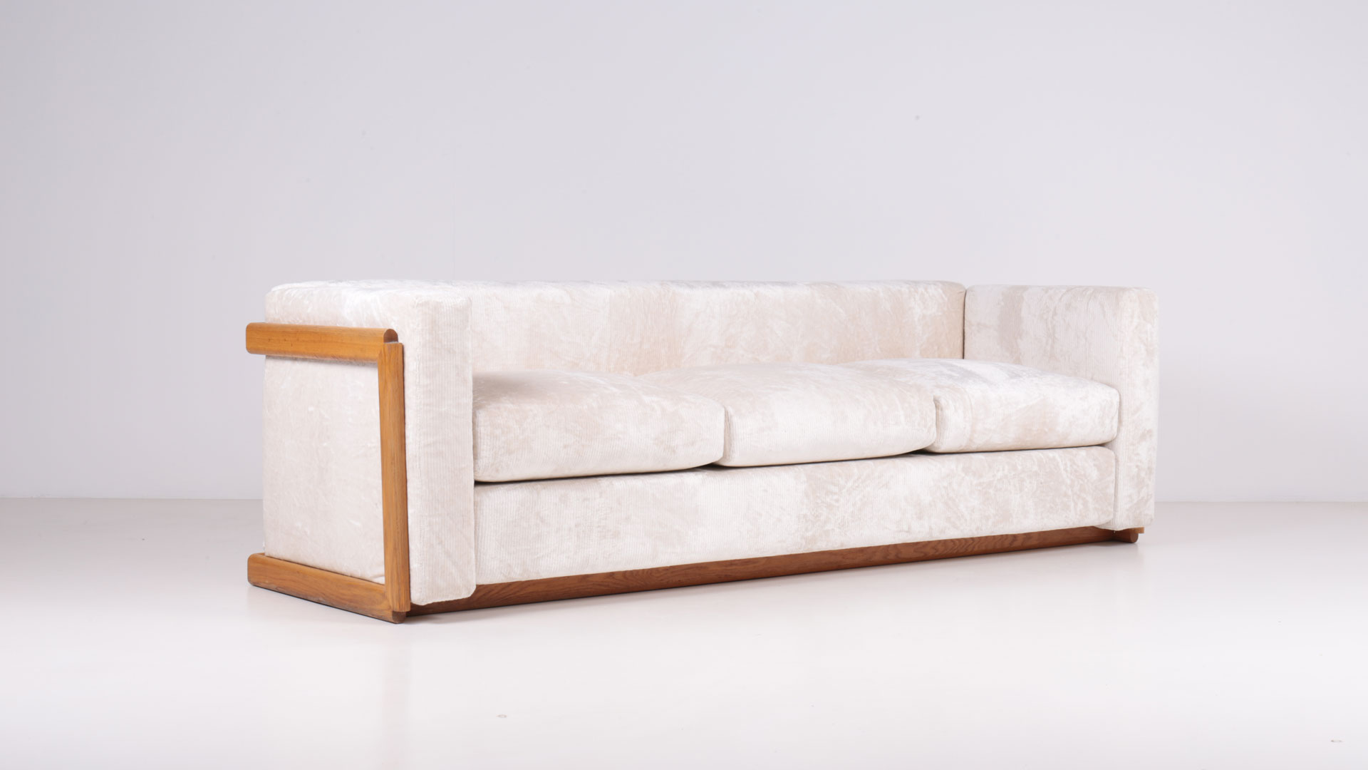 Prototype for a 3 seater sofa by Carlo Scarpa | Paradisoterrestre