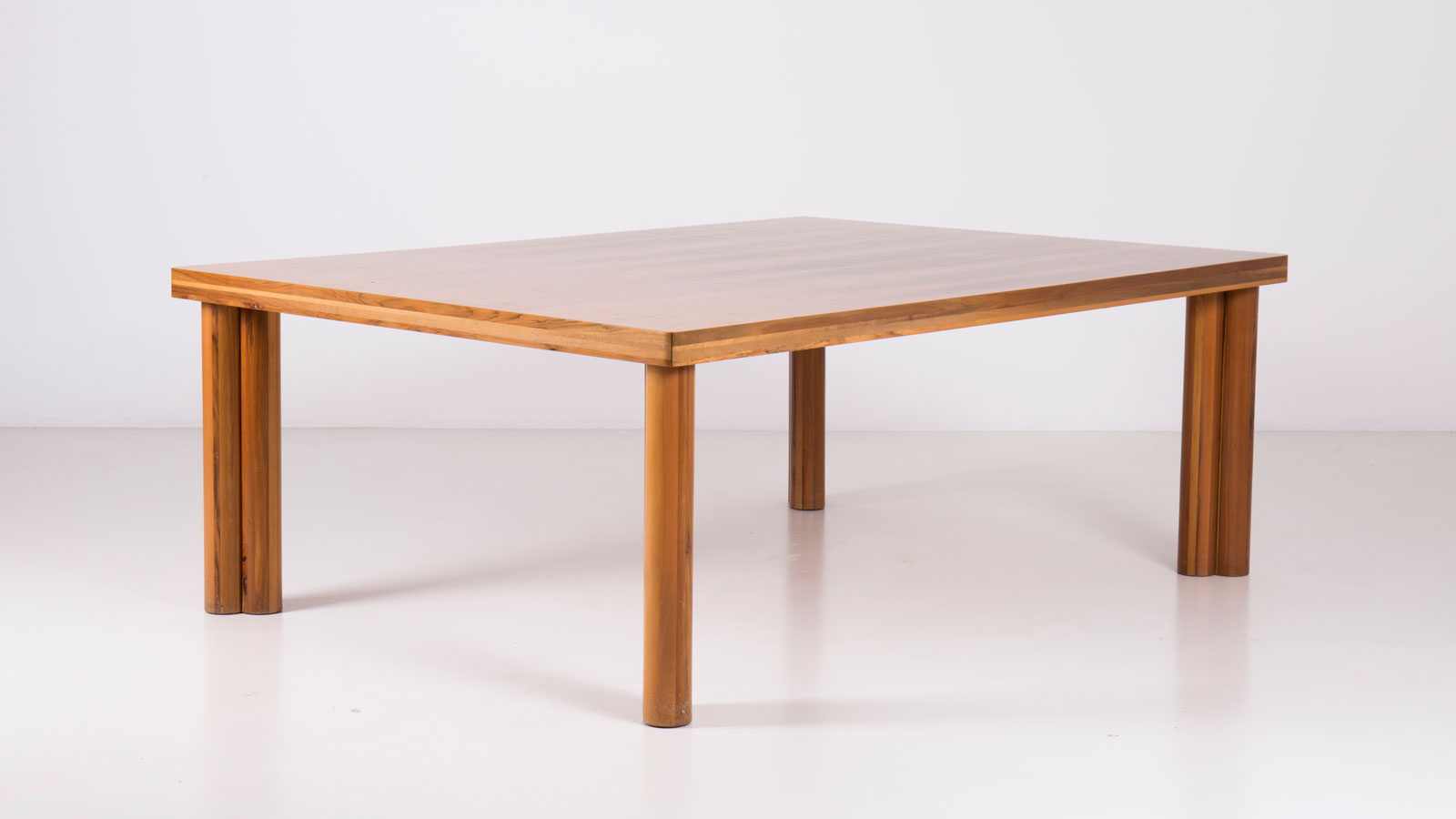 Scuderia table by Carlo Scarpa | Paradisoterrestre